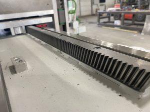 Косозубая реечная передача Apex DynamicsИспользуем закаленные, нормализованные и шлифованные косозубые рейки с классом точности Q8